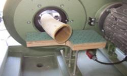 Rundschleifmaschine beim Polieren
