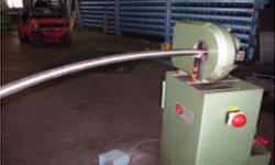 Rundschleifmaschine bei der Oberflächenveredelung